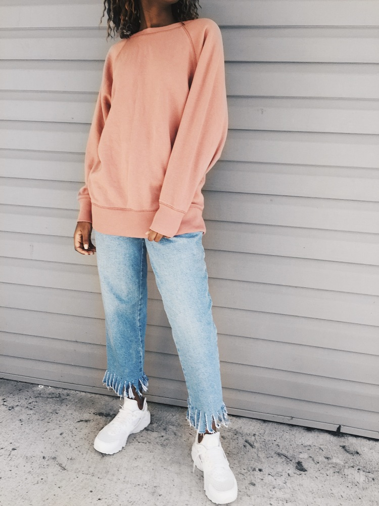 oversize pink Aerie sweater, City sweater, light wash fringe jeans, white nike huarache sneakers